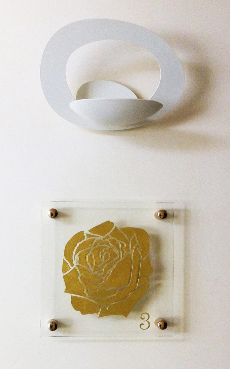 plaque en verre avec motif grav et dor nice cannes. Black Bedroom Furniture Sets. Home Design Ideas