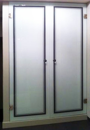 Fabrication vitrage laqu pose cr dence de cuisine en for Porte placard verre laque